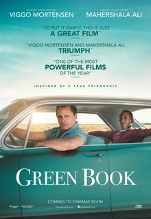 Locandina del film Green Book. Tony conduce la macchina, trasportando Donald